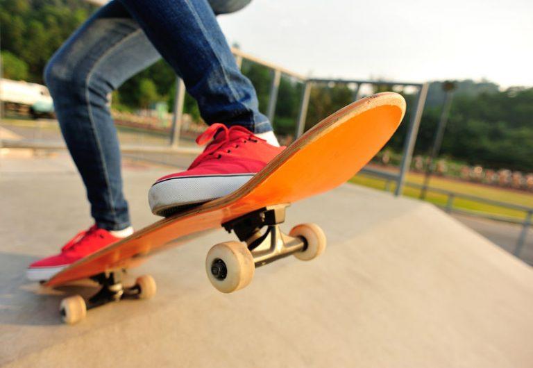 tabla de skate anaranjada
