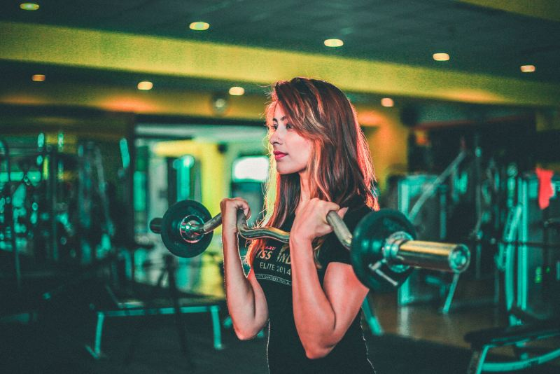personal trainer insurance featured photo - women lifting weights