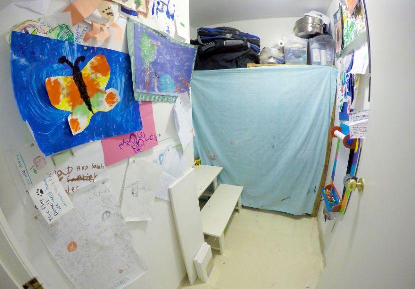 De walk-in closet werd een speel- en knutselkamer voor de kinderen - foto 5kids1condo.com