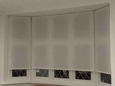 roller blind with spring mechanism