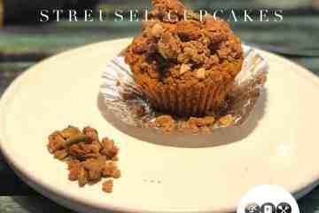 Keto carb pumpkin streusel cupcakes