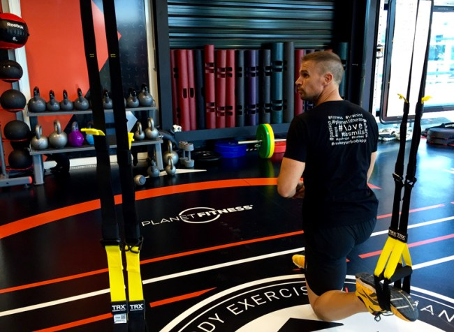 TRX-formation-planet-fitness-fit-your-dreams
