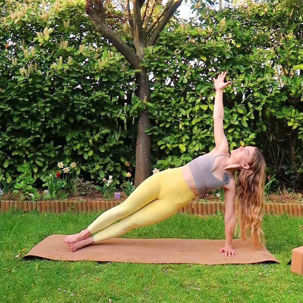 Side Plank - Vasisthasana (Lateral Inclined Plane Pose, or Sage Vasistha's pose) - Fitzabout
