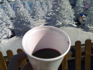 Caldo vin brulé nel freddo inverno