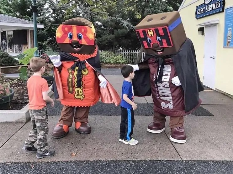 Meeting Halloween Characters Hersheypark