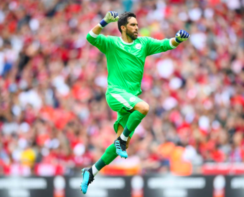 Claudio Bravo le da la Community Shield al City