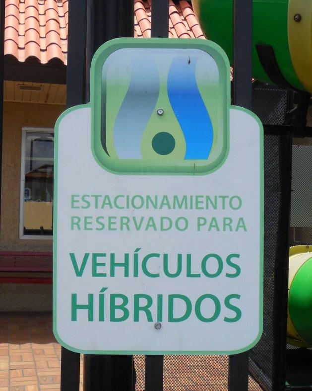 Puerto Rico has Hybrid Parking Signs