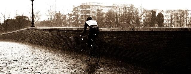 Exemple de cycliste sous la pluie