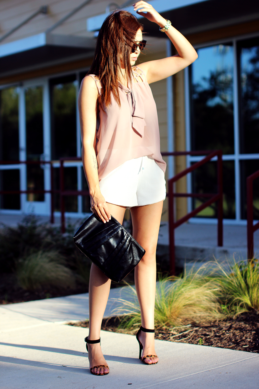 WHITE-SHORTS-ATHLETIC-NEUTRALS-GLAM-STYLIST-CLASSIC-SUMMER-STYLE-FIXIN-TO-THRILL-AUSTIN-FASHION-BLOG-TEXAS-4