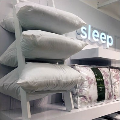 Laddered Pillows Aux