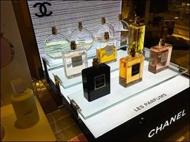 Chanel Bridged Glass Display 1