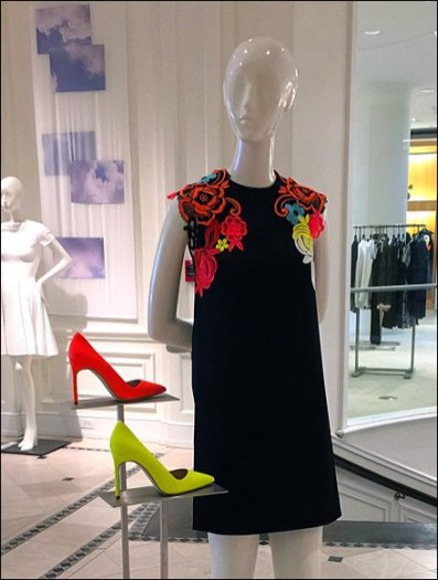 Loud Shoes Sell The Dress 2