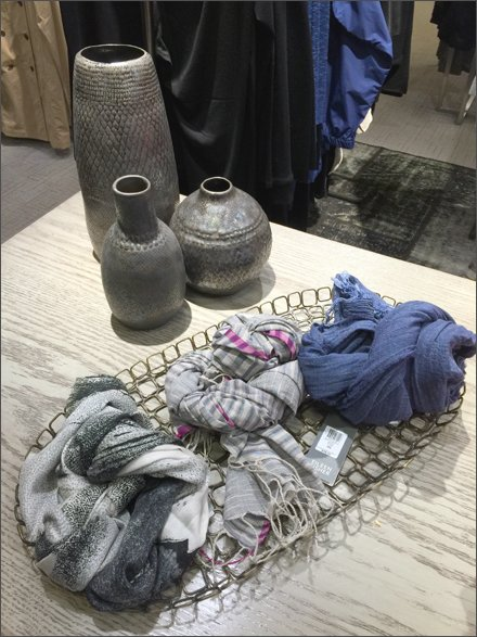 Wire Tray Scarf Display Overall