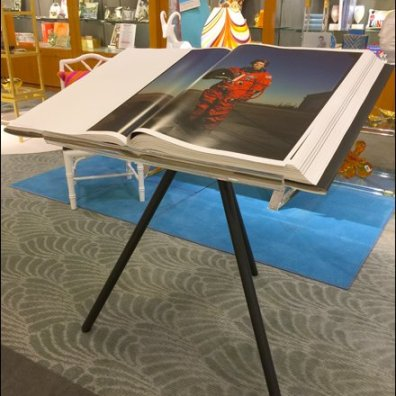Elephant Folio Tripod Display