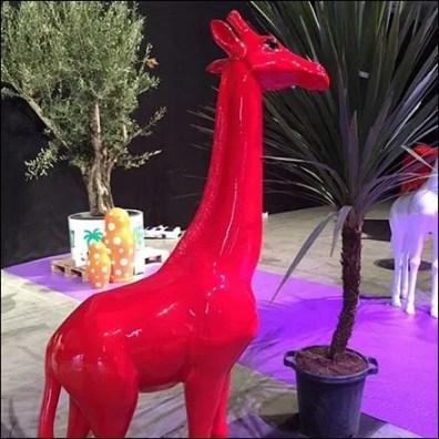 MBMAAN Red Giraffe