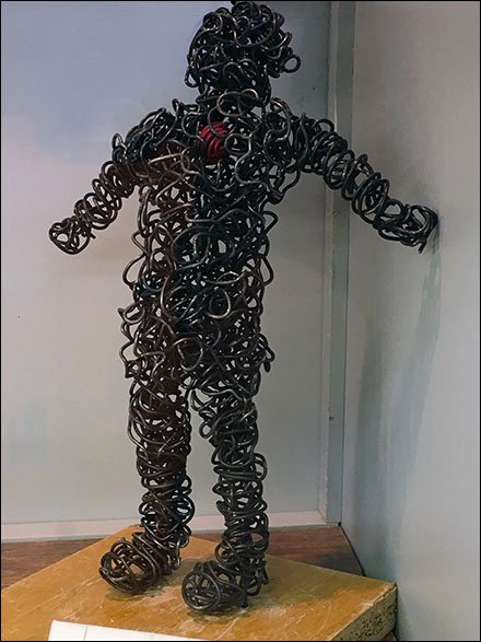 Wire-Man Figure Confused Heart Jewelry Retail