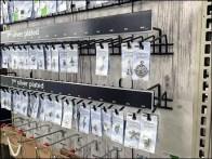 Charm Shop Gravity Feed Multi Hook 3