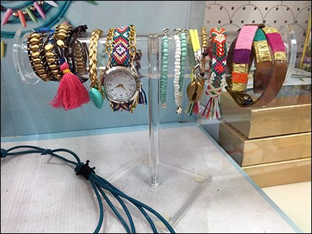 Crafters Fashipn Jewelry T-Stand 1