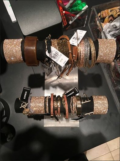 double-hump-bracelet-t-stand-3