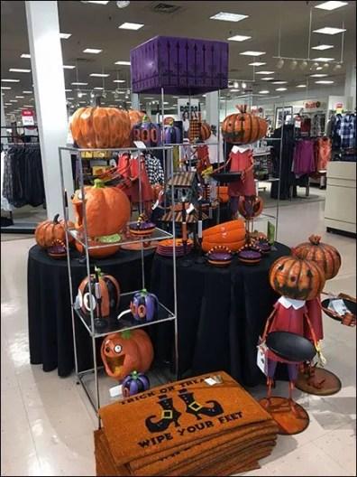 Halloween Merchandising En Masse 2