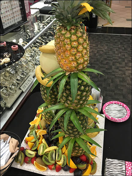 littman-jewelers-vip-pineapple-tree-2