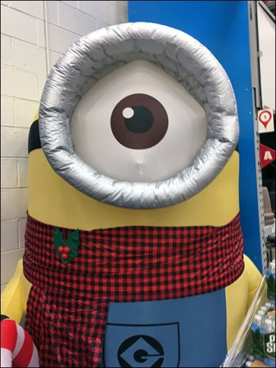 giant-minion-inflatable-3