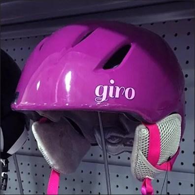 helmet-hatform-shelf-edge-stand-feature