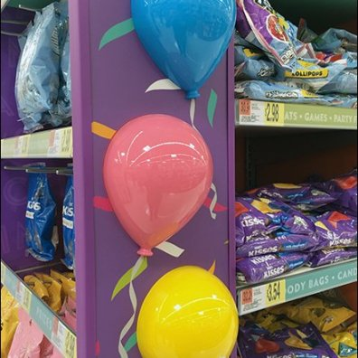 party-time-kisses-endcap-candy-display-3