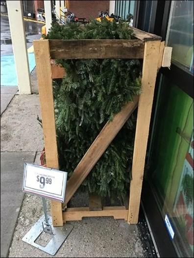 tractor-supply-wreath-merchandising-crate-3