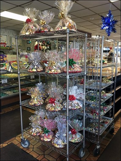 Christmas Bakery Buffet Goes Vertical on Super Erecta Shelf