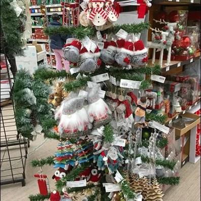 faux-christmas-tree-as-ornament-display-2