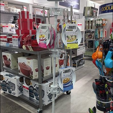 Undulating Hook Equipped Cookware Tower