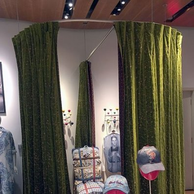 Robert Graham Wrap-Around Fitting Room Feature1