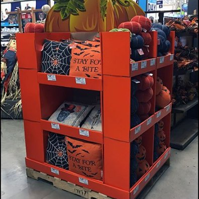 Halloween Throw Pillow Pallet Display 3