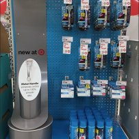 Endcap Display Portrays Women's Razors in Blue