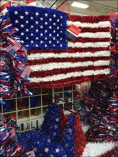 Massive Patriotic Island Display Goes Mobile