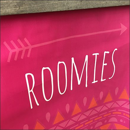 Roomies Directional Banner On 90º Tip Hook