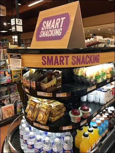 Curvilinear Smart Snacking Cashwrap Display
