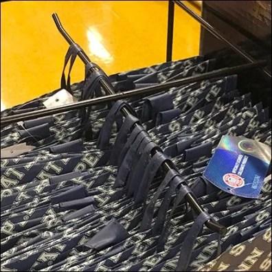 Sports Team Shopping Bag Boxer Hook Display ClaoeUp