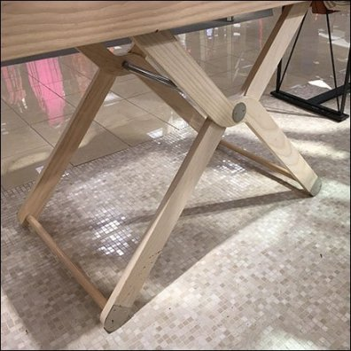 Pivoting-Leg Walled-Table Tray Design