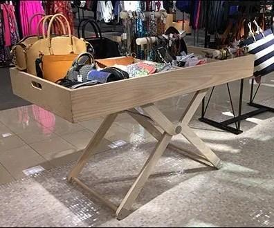 Pivoting-Leg Walled-Table Display Design