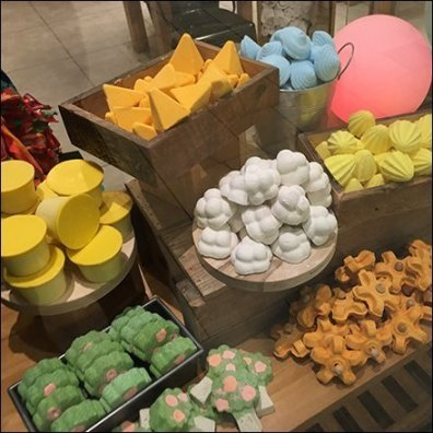 Lush Window Dressing Hashtag Display Aux