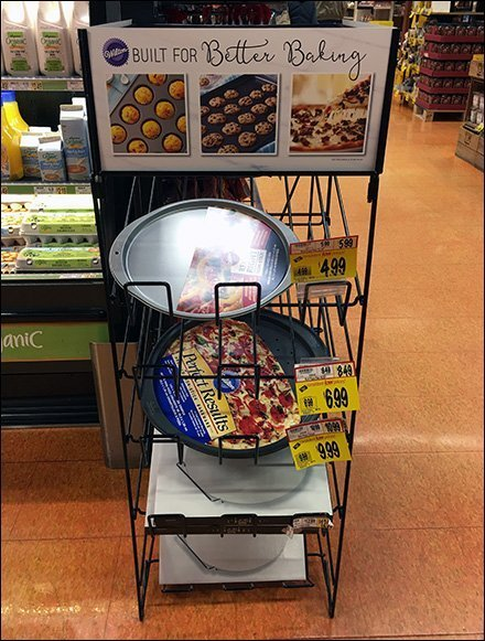 Wilton Baking Pan Wire Rack Declined Display – Fixtures Close Up