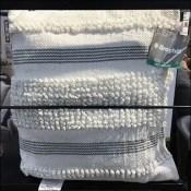 Broyhill Outdoor Pillow Hang-Tag Rating