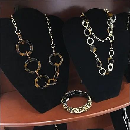Fashion-Jewelry Wood Endcap Display