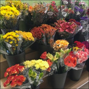 Market-32 Express-Yourself Fresh Flowers Display