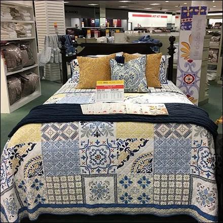 La Dolce Vita Bed Clothes Ensemble Display
