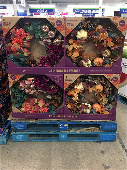 Fall Wreath Pallet Display Goes Vertical