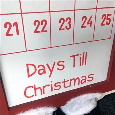 Days-Til-Christmas Magnetic Scheduling Board
