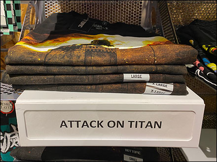 Hot-Topic Cantilever T-Shirt Slatwall Shelves